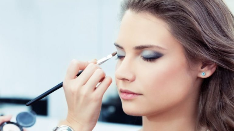 Claim Your Beauty with Natural Make Up Tips