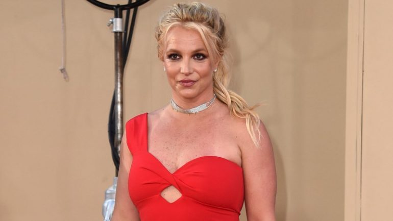 Britney Spears Makeup Tips for a Dazzling Look